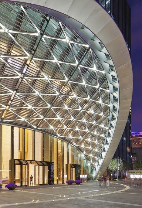 深圳最高楼京基100——弧形玻璃主体与无柱空间