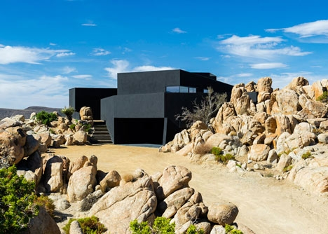 Desert-House-by-Oller-and-Pejic_dezeen_5.jpg
