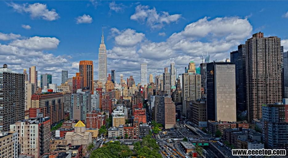 纽约:两座高端公寓塔楼由一个带泳池的空中之桥连接